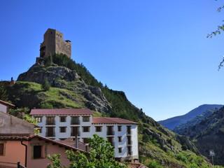 Castillo de Alcala de la Selva. Pueblo de Teruel en Aragon (España) en la comarca de Gúdar-Javalambre