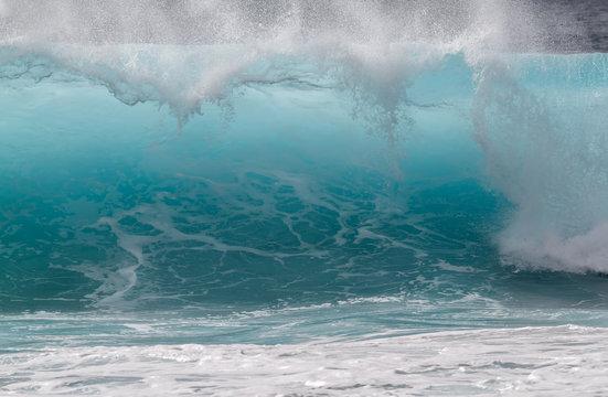 Breaking wave on ocean, Oahu, Hawaii, USA