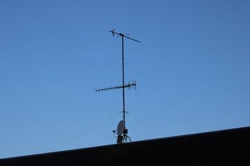 屋根の上のアンテナ