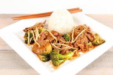 asiatisches Rindfleisch mit Brokkoli