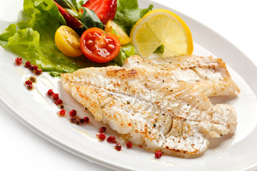 Foto op Canvas Vis Fish dish - fried fish fillet and vegetables
