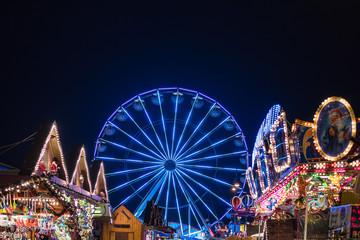 Ein Riesenrad auf dem Rostocker Weihnachtsmarkt
