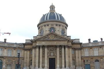 マザラン図書館/パリにあるフランス最古の公共図書館。大変な愛書家であった17世紀の枢機卿マザランの個人図書館である。