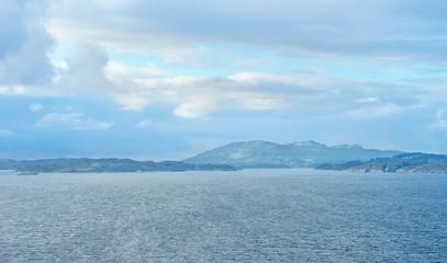 Küstenlandschaft an der Einfahrt nach Bergen in Norwegen