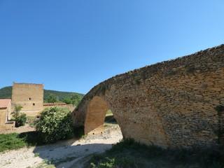 Puente en La Iglesuela del Cid. Pueblo de la provincia de Teruel ( Aragon, España)