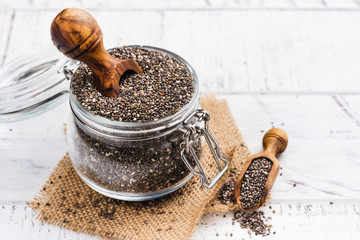 Stores photo Graine, aromate Healthy chia seeds in a glass jar