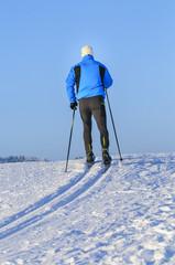 den Winter beim Langlaufen genießen