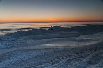 Schnee und Eis auf Rügen, der größten Insel Deutschlands, zugehörig zu Mecklenburg-Vorpommern