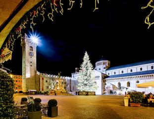 Albero di Natale in pazza Duomo a Trento