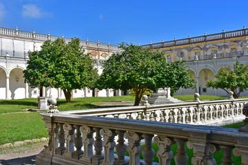 Napoli, Certosa di San Martino, 1325, complesso monumentale religioso.. Veduta del chiostro grande.