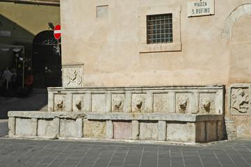 Assisi, La fontana di piazza San Rufino