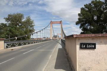 Pont suspendu sur La Loire.
