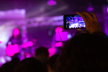 Shooting a concert on a smartphone