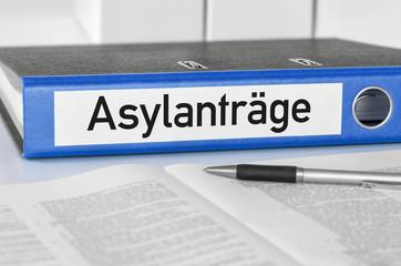 Aktenordner mit der Beschriftung Asylanträge