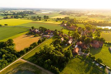 Ortschaft in Deutschland aus der Luft Fotoväggar