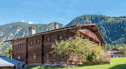 Holzhaus in den Österreicher Alpen