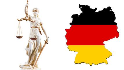 Weiße Justitia Figur vor den Umrissen von Deutschland