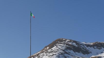 Bandiera Italia in montagna