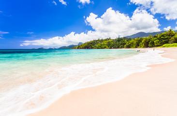 plage de Mahé aux Seychelles