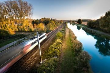Train à grande vitesse concept transport chemin de fer