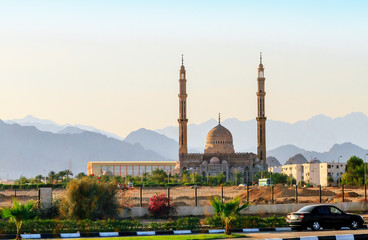 El Mustafa mosque in Sharm El Sheikh on the backdrop of the mountains of Sinai