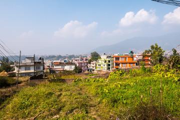 Nepal Kathmandu Dorf im Sommer mit bunten Häusern