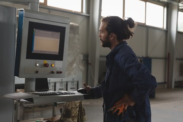Mechanic operating machine