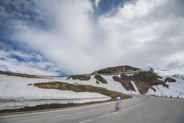 cycliste sur la route du Grossglockner