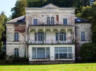 alte verlassene Villa