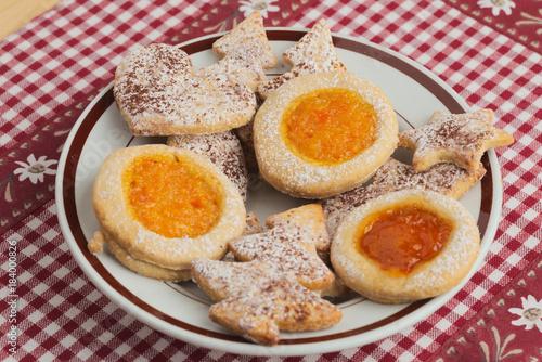 Biscotti Di Natale Con Marmellata.Biscotti Di Natale Tradizionali Dolci Natalizi Di