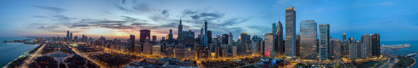 Photo sur Plexiglas Chicago Drone View on Chicago at Night