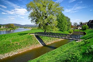 Weser mit Altem Hafen in Rinteln, Deutschland