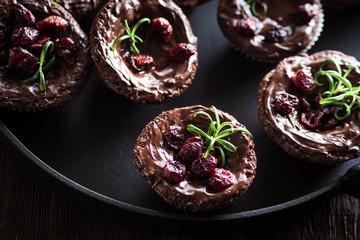 Cranberry Rosmarin Muffin auf Gusseisen mit Schokolade