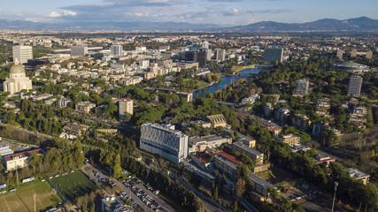 Vista aerea del moderno quartiere dell' EUR a Roma, costruito per l'Esposizione universale che si sarebbe dovuta tenere nella Capitale nel 1942. In primo piano il piccolo lago e il parco del quartiere