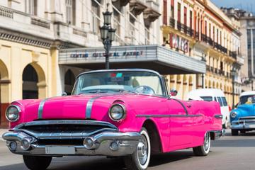 Amerikanischer pink Pontiac Cabriolet Oldtimer in Havana Cuba - Serie Cuba Reportage