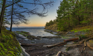 Türaufkleber Kuste Scenic panoramic view of the ocean and Jack Point and Biggs Park in Nanaimo, British Columbia.