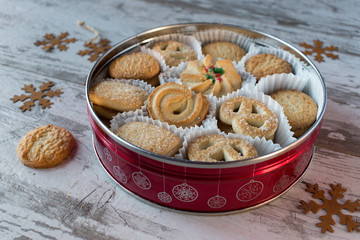 round cookie tin of Shortbread cookies for Christmas