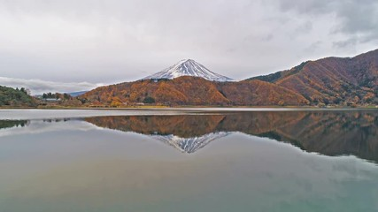 Wall Mural - Footage of Fuji mountains and Kawaguchiko lake in Autumn, Japan. 4K