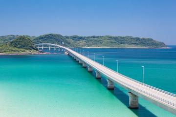 角島大橋 -エメラルドグリーンの海にかかる橋・山口県の絶景スポット-