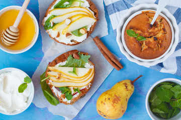 Sandwiches with cottage cheese, honey, pear, nuts and chocolate cupcakes with mint tea.
