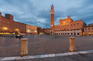 Fotomurales - Piazza del Campo in the historic center of Siena, Tuscany, Italy