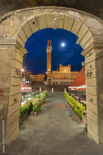 Fototapete Piazza del Campo in the historic center of Siena, Tuscany, Italy
