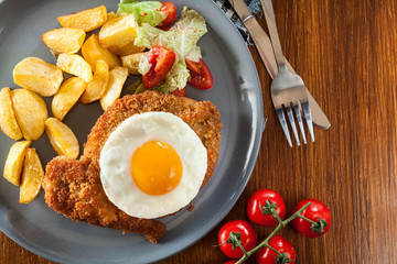 Breaded viennese schnitzel with fried agg