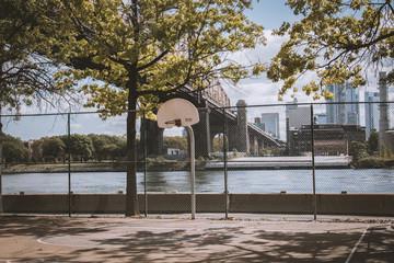 Queensboro Bridge & Basketballfeld