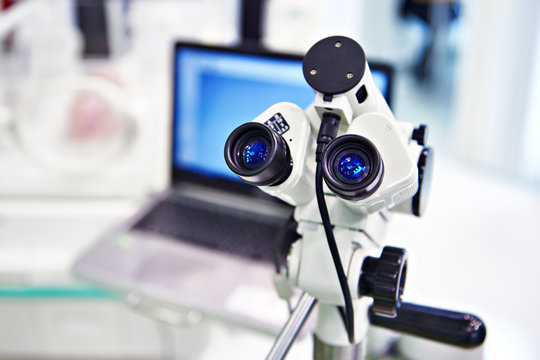 Microscope eyepieces and laptop