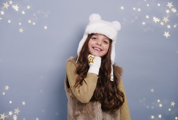 Girl with winter hat and glove .