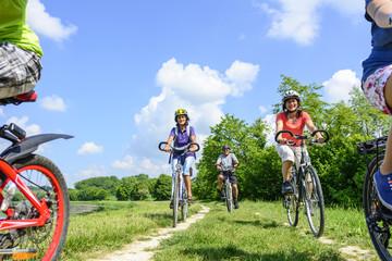 entspannte Tour mit dem Fahrrad im Grünen