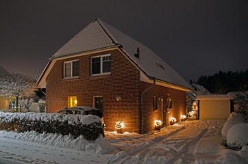 Einfamilienhaus in der Weihnachtszeit