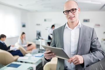 Start-Up Unternehmer mit Tablet Computer