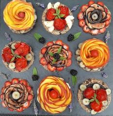 tableau de tartelettes de fruits